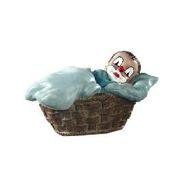 Junge im Korb